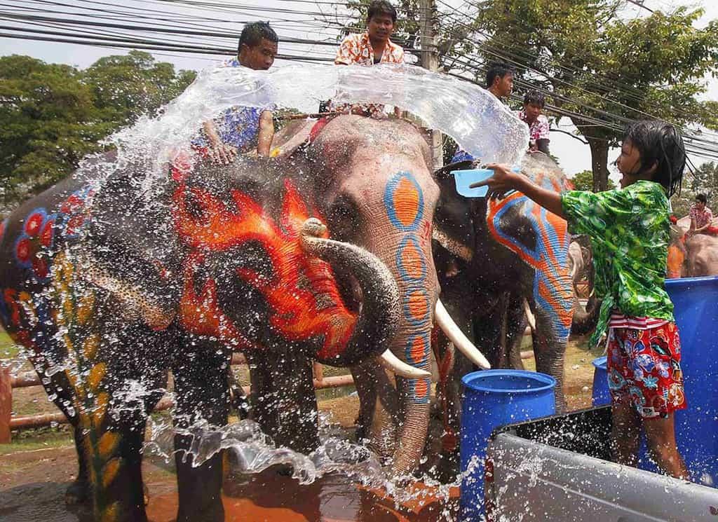 """Cẩm nang """"hứng trọn"""" may mắn với lễ hội té nước Thái Lan"""